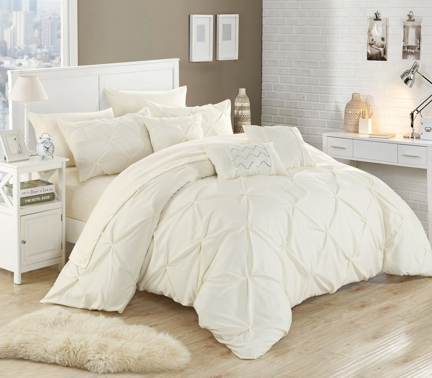 How to Decorate Your Bedroom - LuxComfyBedding