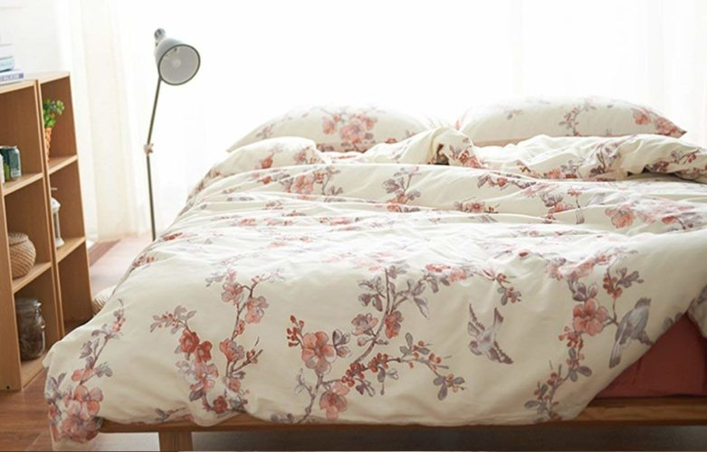Garden Chinoiserie Floral Duvet Quilt Cover Asian Porcelain Style Tree Blossom and Birds Blue and White Watercolor Pattern 300tc Cotton Percale 3pc Bedding Set (Queen, Cream Red)