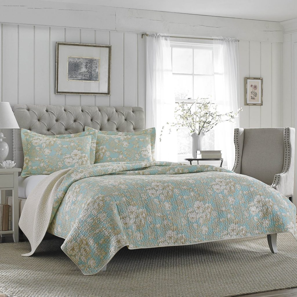 White and Blue Quilt Set Best Seller